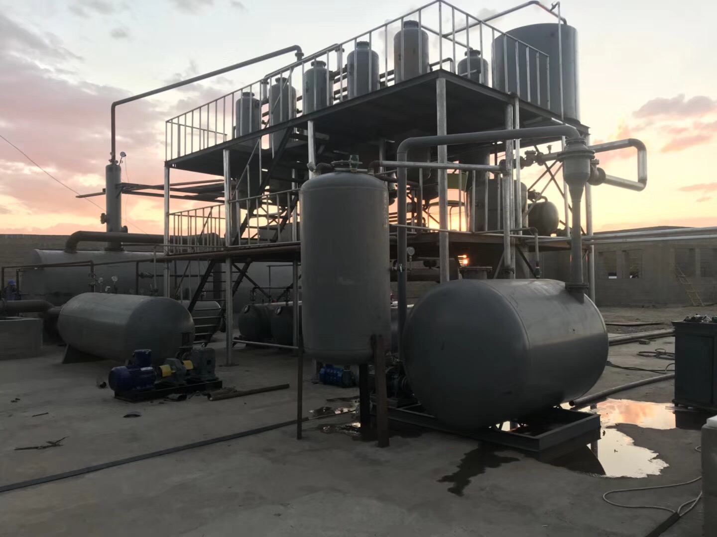 Shangqiu Sihai supply day handles 5-30 tons of waste oil refining diesel equipment.